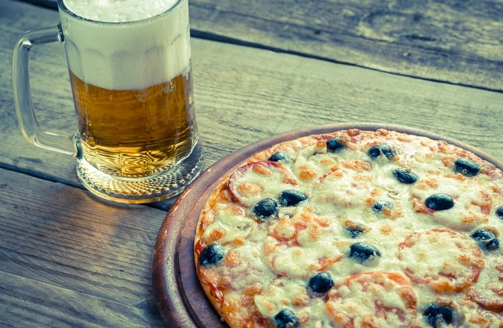 picture of pizza and beer