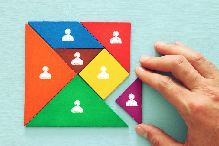 leader assembling HR puzzle