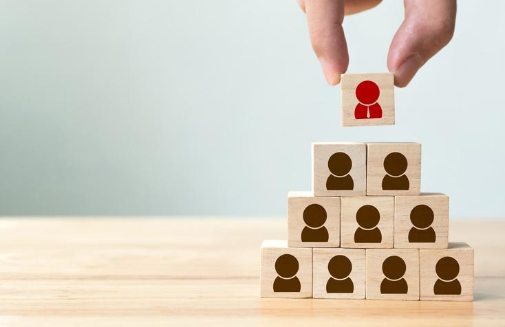 Leader stacking employee building blocks